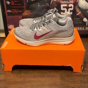 New Nike Zoom Winflo 5 Women's Size 6.5 NWT